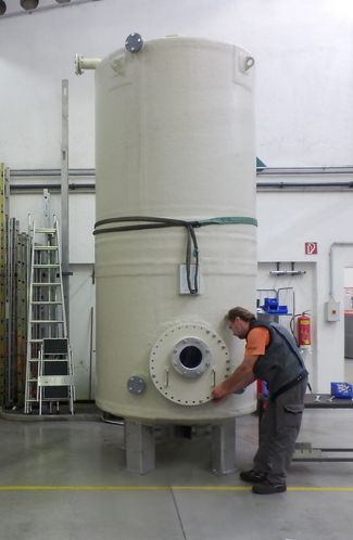 Finishing of a ECTFE Dual Laminate Mixing Tank