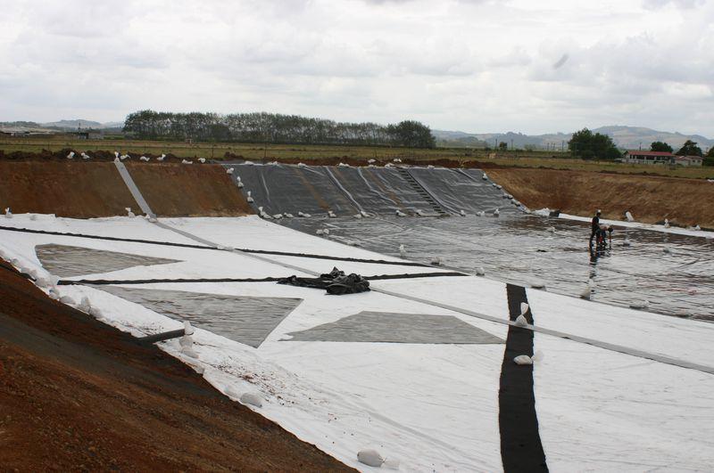 Hdpe liner for slurage pond at dairy farm agru for Pond liner installation